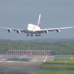 Dangerous A380 slinging and bumpy landing at Düsseldorf